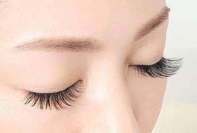 REVIEW MASCARA MAYBELLINE FALSIES