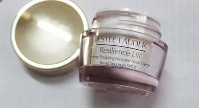 SỬ DỤNG ESTEE LAUDER RESILIENCE LIFT FIRMING/SCULPTING FACE AND NECK CREAM SPF15 NHƯ THẾ NÀO?