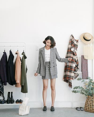 NGÀY 6: VEST + SNEAKERS/LOAFER